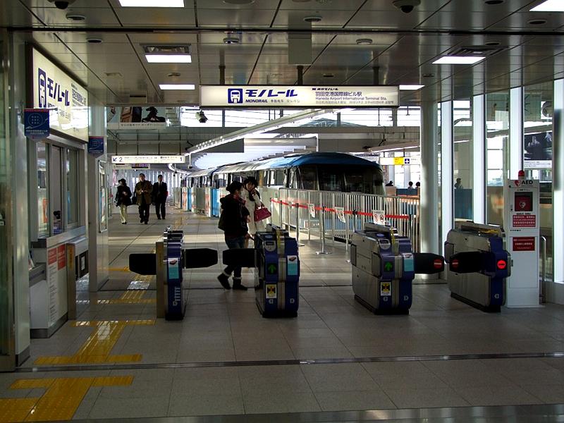 紧贴1号站台一侧的检票口