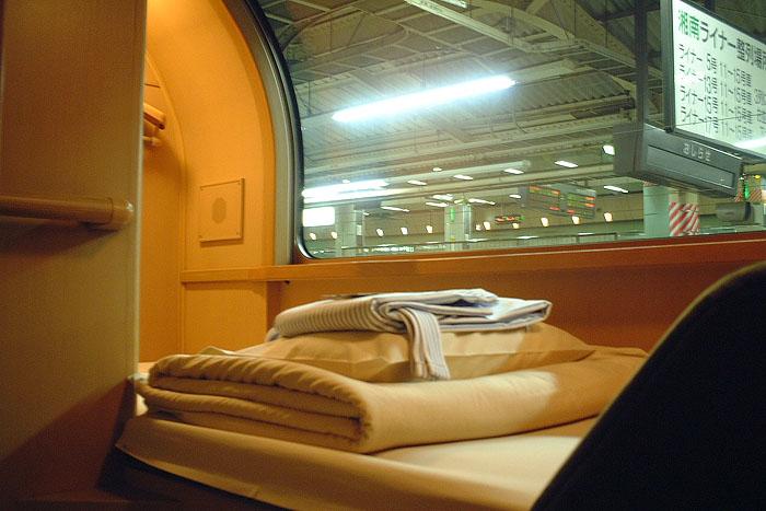 日出濑户列车位于上层的单人经济间