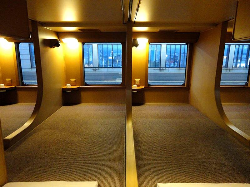日出濑户列车下层通铺
