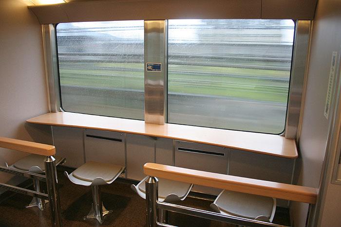 日出濑户列车上的观景小吧台