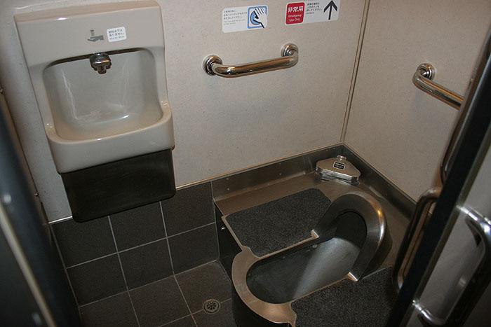 日出濑户列车上的蹲厕