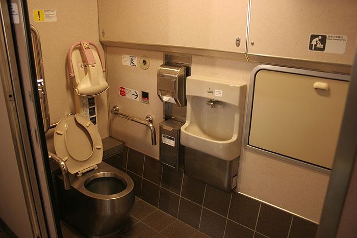 日出濑户列车上的坐厕