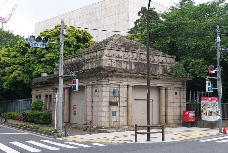 靠近博物馆侧的地面出入口