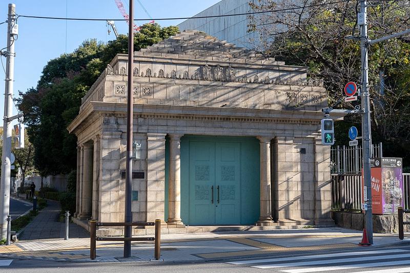 修葺一新的博物馆侧出入口大门