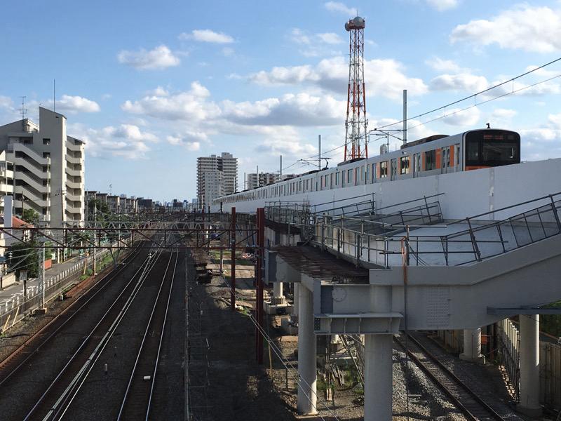 竹之塚站下行快车线高架化改造完成后