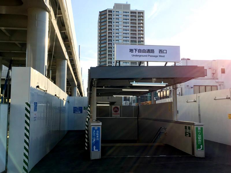 竹之塚站特意在车站两侧与车站下方修建了临时地面出入口与临时地下通道