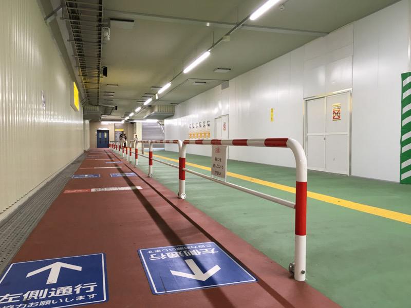 随着临时站台的启用而开启的位于竹之塚站地下的临时通道