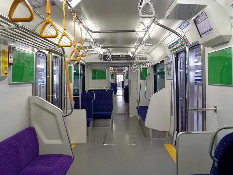 金泽海岸线2000系列车内部