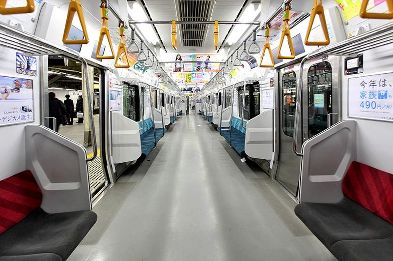山手线E231系500番台列车内部