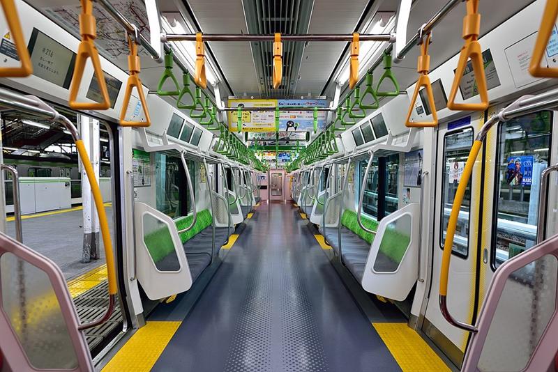 山手线E235系列车内部