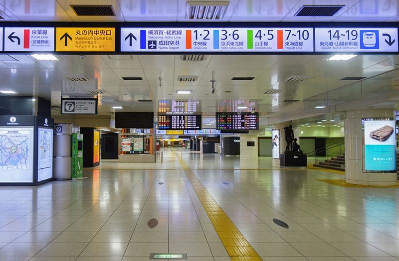 东京站内的导向信息牌