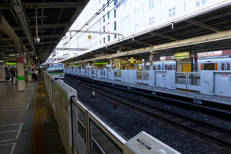 山手线池袋站站台