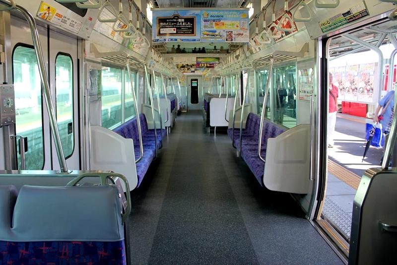 名古屋铁道2300系列车内部