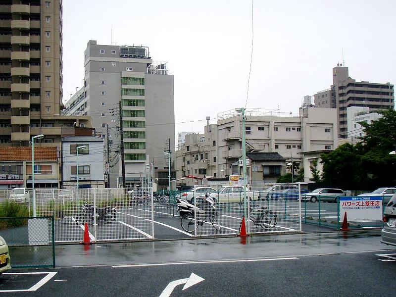 从高架站改为地下站后的上饭田大厦