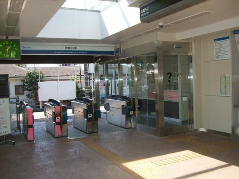 改建后焕然一新的武藏大和站站厅层检票口