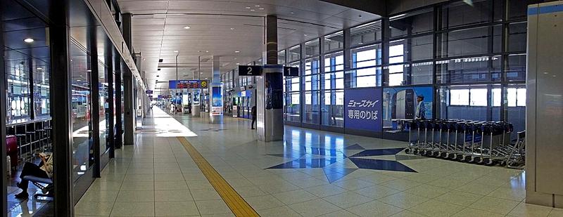 中部国际机场站1,2号站台岛