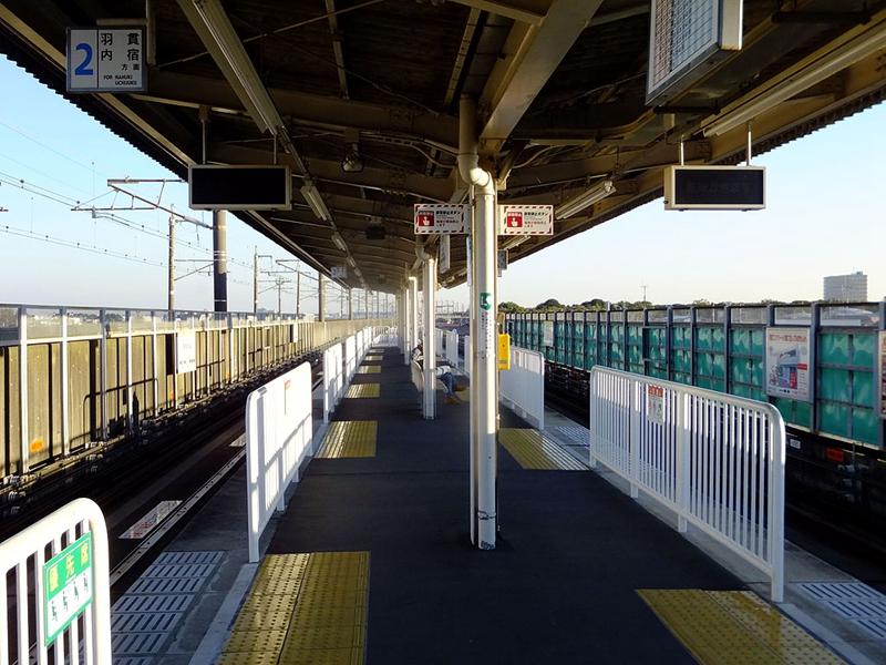 伊奈中央站1面2线岛式结构站台