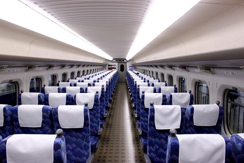 JR东海道700系列车普通车厢内部