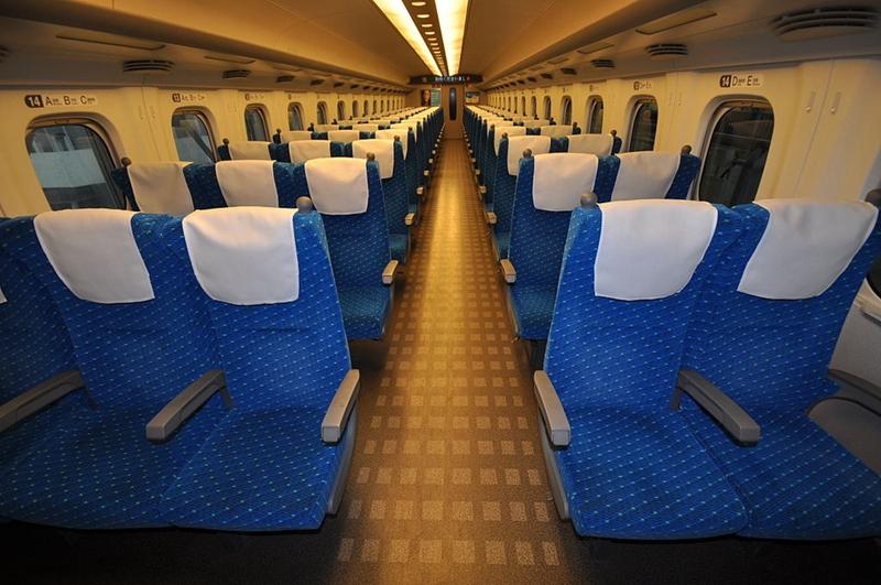 JR东海道N700系列车普通车厢内部