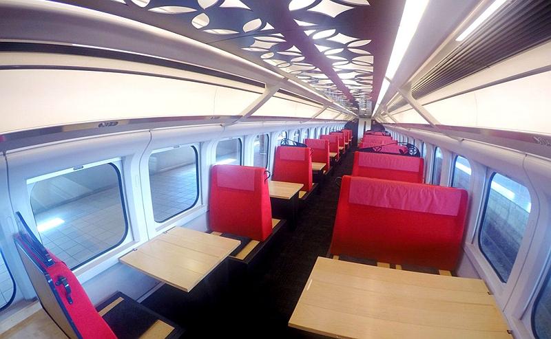 足汤列车12-14号车厢内部