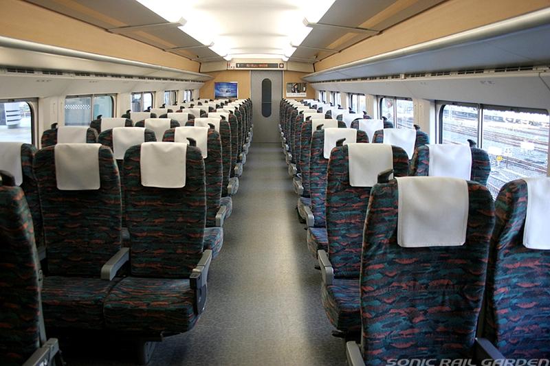 JR东日本E2系列车普通车厢内部