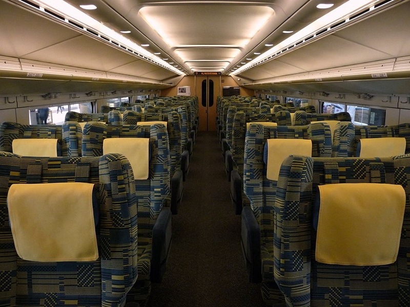 JR东日本E4系列车Green车厢内部