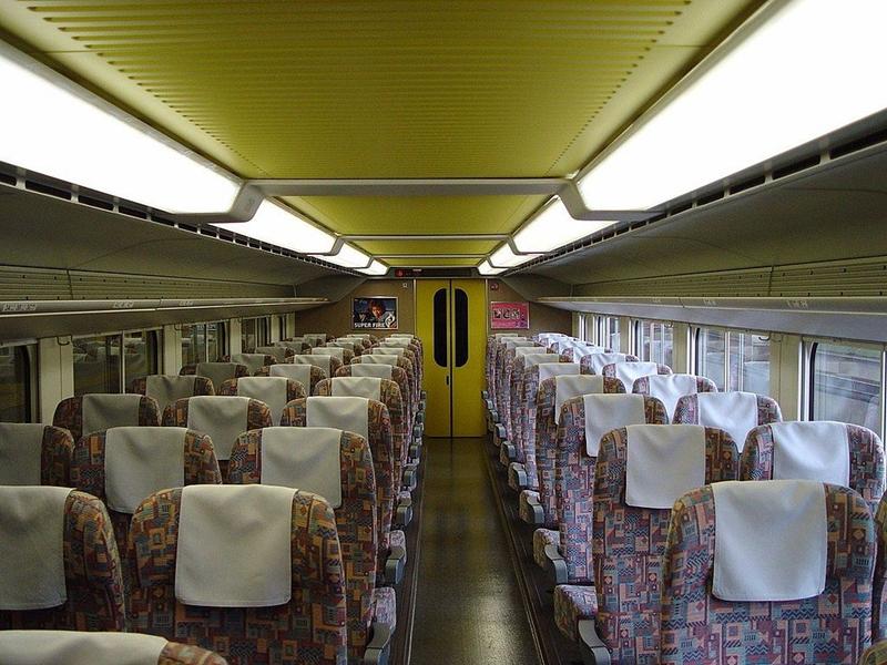 JR东日本E4系列车普通车厢内部