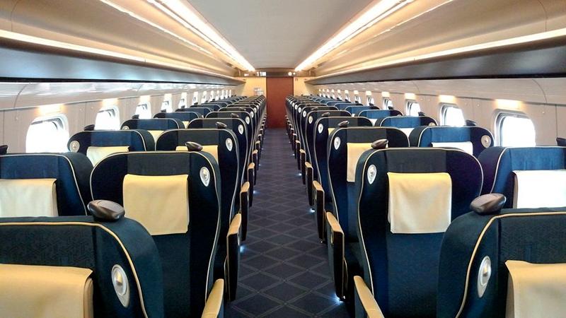 JR西日本W7系列车Green车厢内部