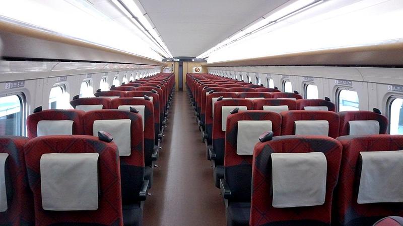 JR西日本W7系列车普通车厢内部