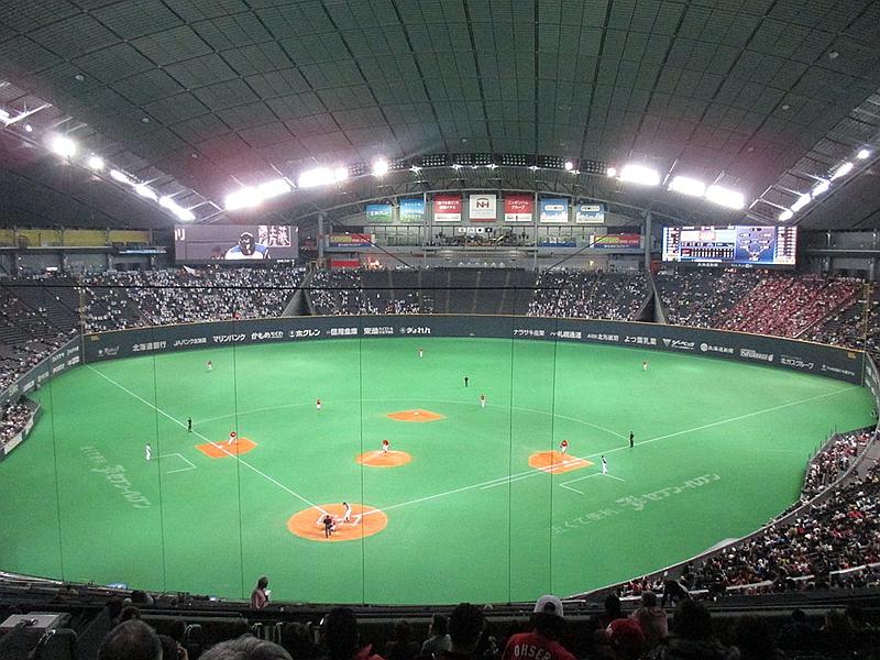 作为棒球场使用时的札幌穹顶体育场内部