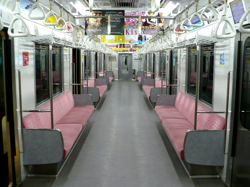 埼玉高速铁道2000系列车内部