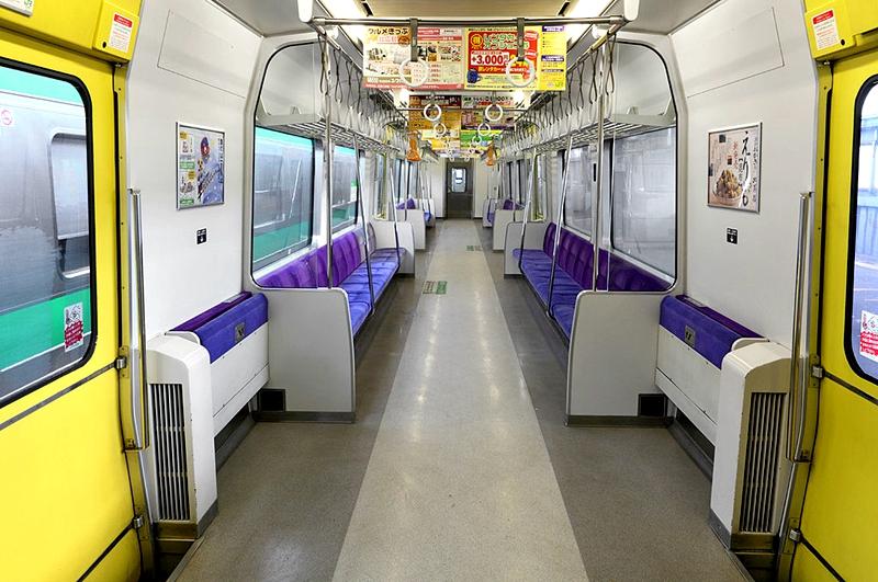 731系列车内部
