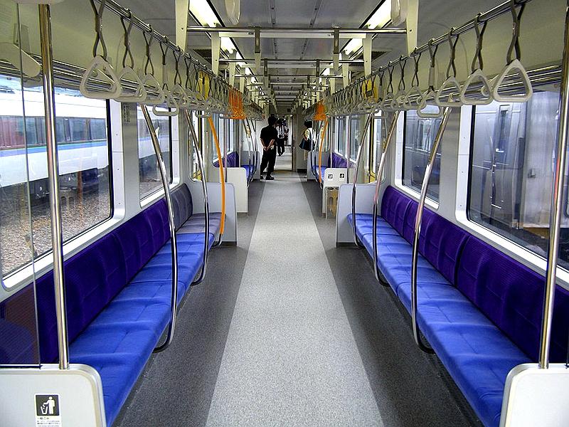 735系列车内部