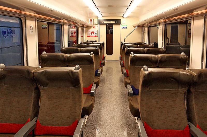 721系列车4号指定座席内部