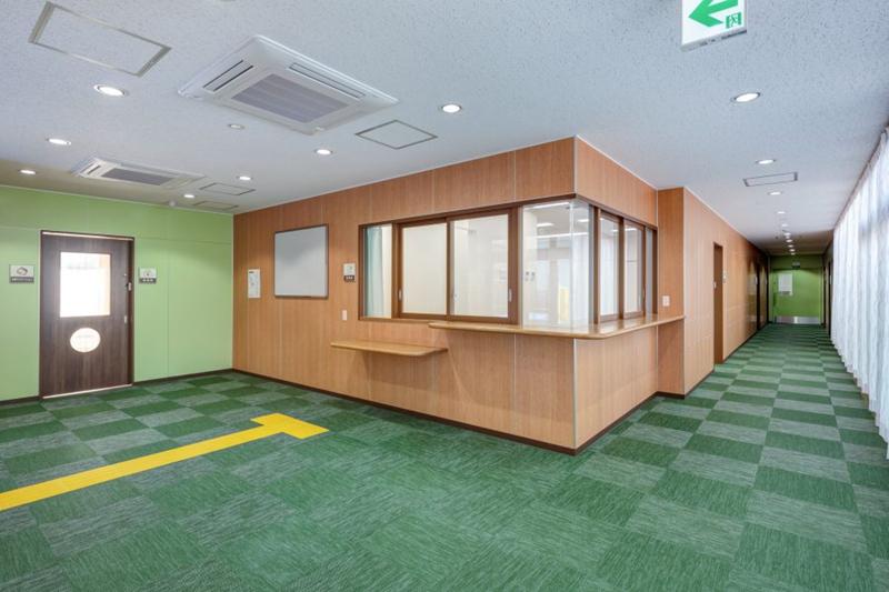 妙典托儿所通往办公室,厨房的走廊内部