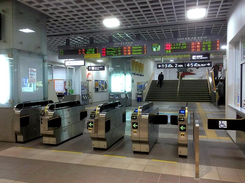 高架化后的JR福井车站的检票口