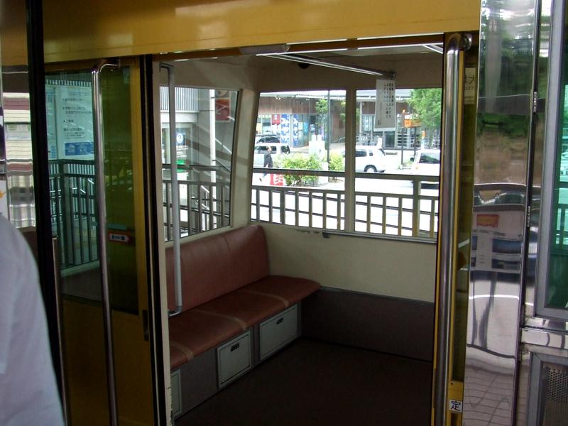 斯洛皮单轨列车内部