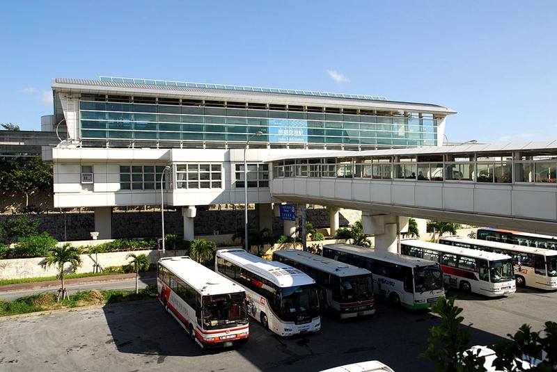 下图是从西北侧看冲绳单轨那霸机场站