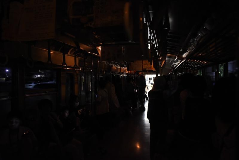 岳南电车夜景电车运行时内部