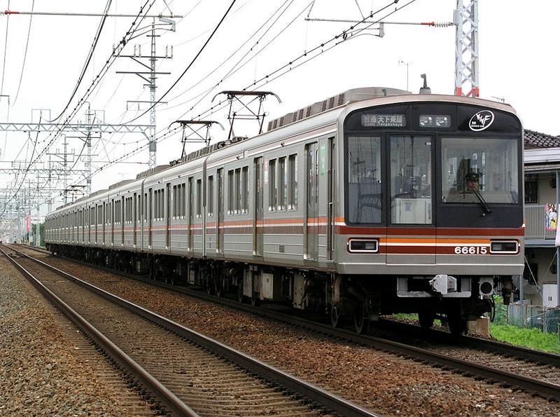 首通于1969年的堺筋线,就是以8节66系列车组成的编组运行的