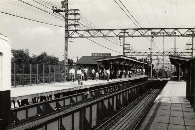 从西宫市(神户)一侧的站台远眺集中在尼崎市(大阪)一侧的武库川车站