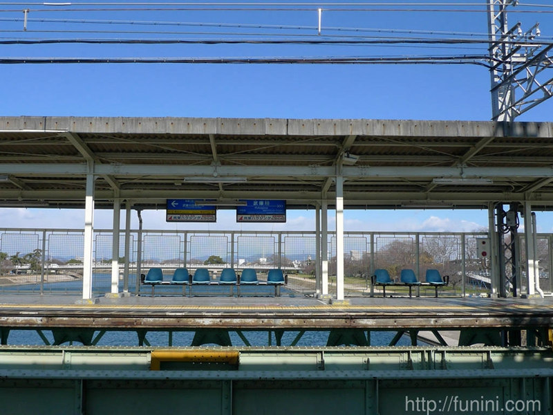 与绿水蓝天完美融合的武库川站