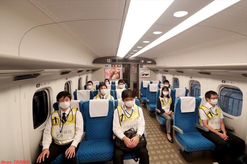 由JR东海员工扮演的乘客